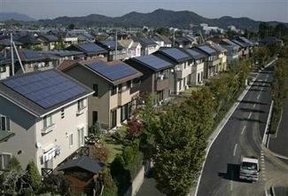 Japonsko - městečko Ota - domy vybavené solárními panely