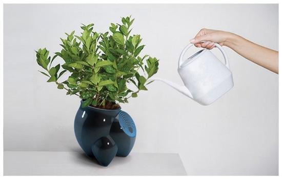 květináš s LED displejem pro pokojové rostliny