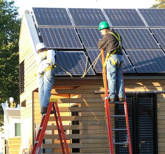 šetrné budovy - Solar Decathlon - solární panely