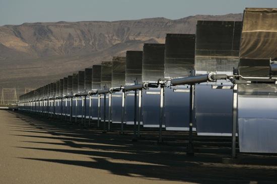 solární elektrárny v poušti Nevada postavená společností Acciona Solar Power