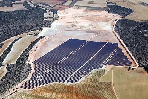 Solární elektrárna vybavená panely Kyocera