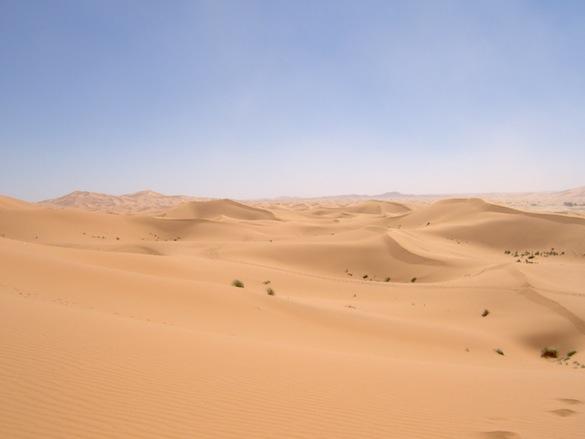 Ekologické bydlení - obrázky - solární enegie Maroko poušť Erg Chebbi
