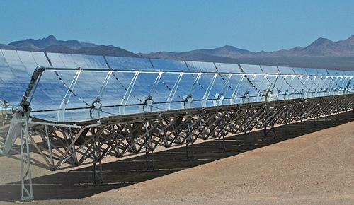 poušť ve státě Nevada - solární elektrárna