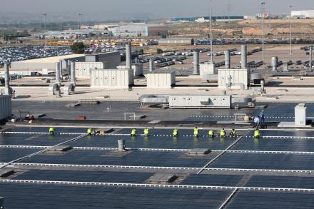 Solární elektrárna na střeše továrny General Motors