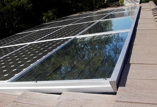 solární panely fungující jako fotovoltaika i solární ohřev od PVT Solar