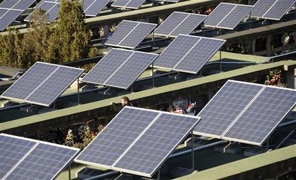 Španělsko - solární panely na hřbitově