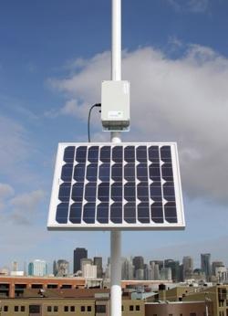 wi-fi router se solárními panely Meraki Solar