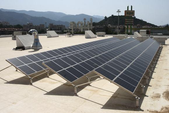 Tesco Turecko solární panely hypermarket