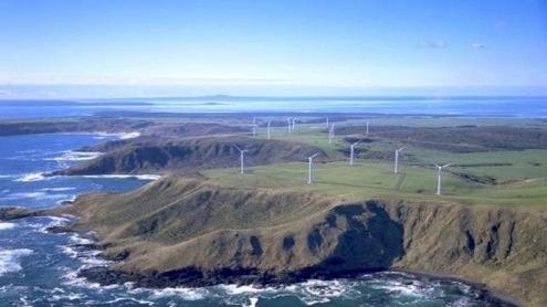 větrná farma na pobřeží