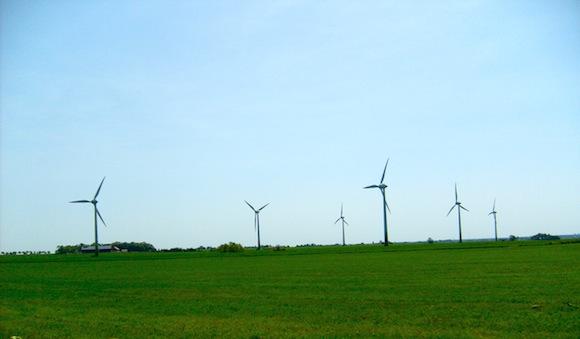 větrné turbíny - větrná farma ve Švédsku